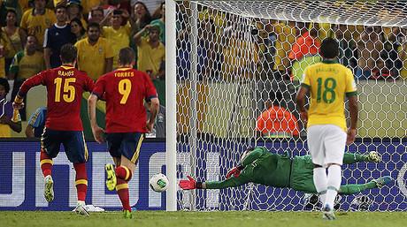 'La Roja' hinca la rodilla ante el Brasil de Neymar (3-0)
