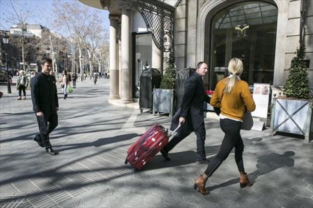 El gasto medio diario por turista descendió en enero