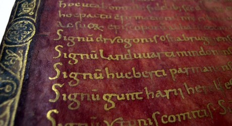 Privilegium Ottonianum, escritura por la que el emperador germano Otón (s. X) concedió al papa Juan XII lo que se conoce como el estado pontificio.