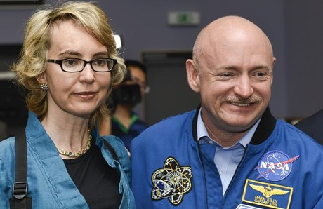 Gabrielle GIffords y su marido, el astronauta Mark Kelly, el pasado julio.