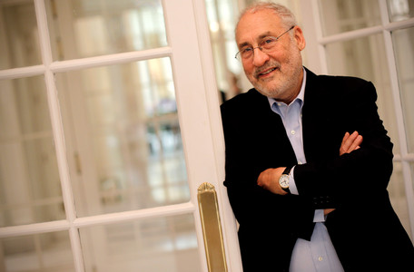 Joseph Stiglitz posa para la entrevista, el pasado da 14, en Madrid.