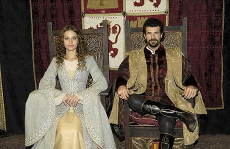Michelle Jenner y Rodolfo Sancho, como los reyes Isabel y Fernando. 