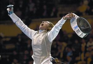 EL FICHAJE 3 Mario Monti ha incorporado en su lista centrista a Valentina Vezzali, campeona olímpica de esgrima.