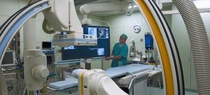 Un infermer, a la sala dangioneurorradiologia del Clínic, ahir.