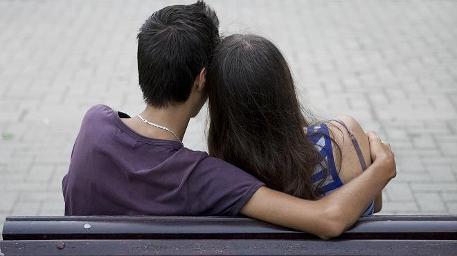 Los jóvenes son más machistas que sus padres en el control de la pareja