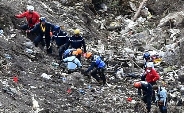 El Ministerio de Interior franc�s muestra el trabajo de los servicios de rescate en la zona cero de la tragedia del Airbus.