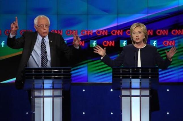 Primer debate8 Los candidatos demócratas, Hillary Clinton y Bernie Sanders, en Las Vegas.