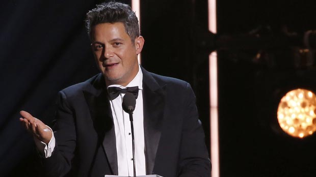 Alejandro Sanz rep el guardó de Persona de lAny 2017 als Grammy