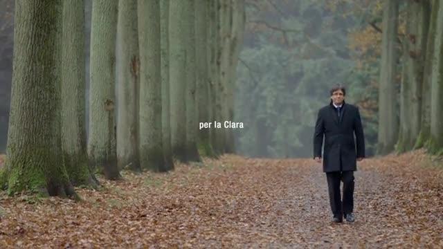 Lúltim vídeo de campanya de Junts per Catalunya, amb Carles Puigdemont passejant per un bosc.
