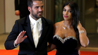 Argentine soccer player Lionel Messi's former Barcelona FC teammate Cesc Fabregas and his wife Daniella Semaan pose for photographers as they arrive to the wedding of Messi and Antonela Roccuzzo in Rosario