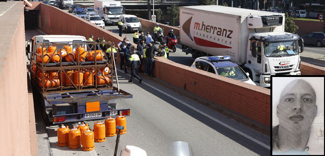 El camión de butano kamikaze de Barcelona ha recibido siete disparos durante la persecución