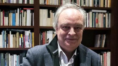 Enrique Vila-Matas, en su domicilio de Barcelona.