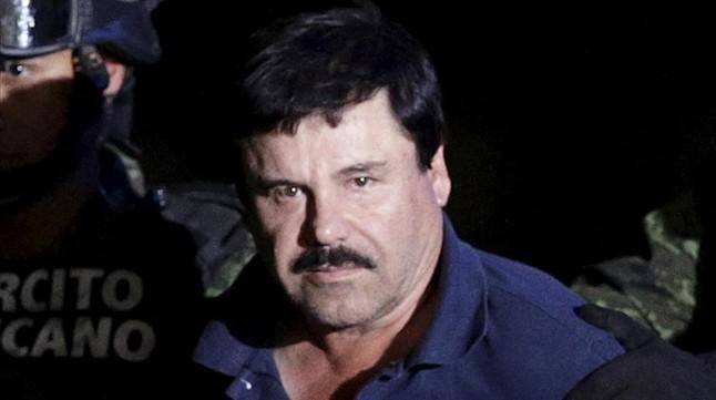 Joaqu�n 'El Chapo' Guzm�n conducido por soldados a la oficina del fiscal general de M�xico, el pasado 8 de enero.