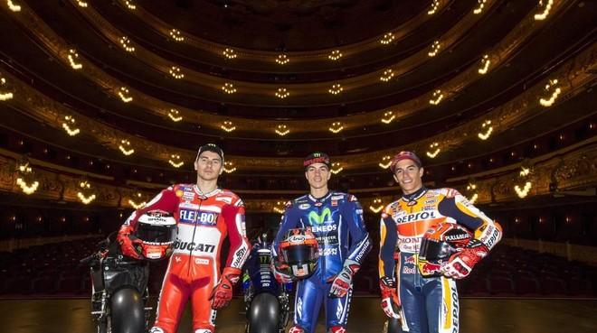 Jorge Lorenzo Ducati Maverick Vinales Yamaha y Marc Marquez Honda hoy en el teatro del Liceo de Barcelona.