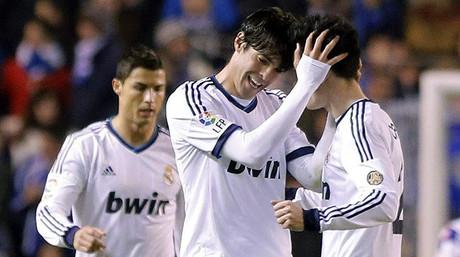 El Madrid pasa del rid�culo a la victoria en Riazor (1-2)