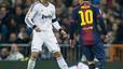Varane salva al Madrid ante un Bar�a caritativo (1-1)