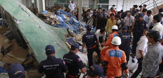 Al menos tres muertos al hundirse el techo de una f�brica de calzado en Camboya