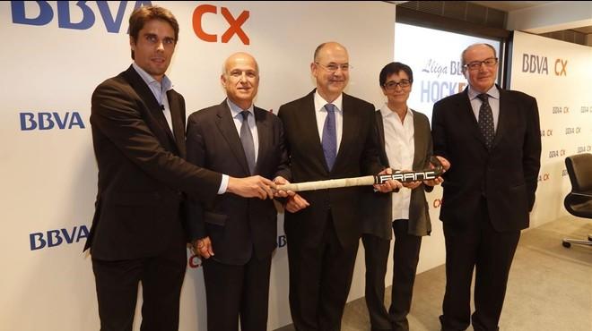 Pol Amat, Narc�s Carri� (federaci�n catalana), Xavier Queralt (BBVA), Marta Puig (coordinara del proyecto) e Ignasi Cusid� (Fupar), de izquierda a derecha, en la presentaci�n de este jueves en Barcelona.