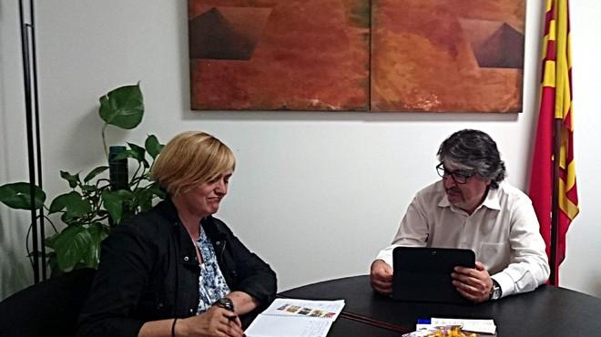 Primera reuni�n entre el teniente de alcalde de Cultura, Innovaci�n y Proyecci�n de Terrassa, Amadeu Aguado, y la responsable de Promoci�n de la Ciudad y la Participaci�n de Sabadell, Marisol Mart�nez.