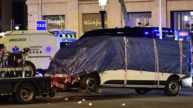 Retirada la furgoneta con la que se ha perpetrado el atentado
