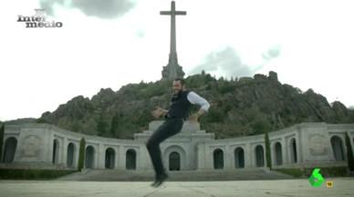 """Dani Mateo ('El intermedio') pide """"perdón"""" con 'El Baile de los Caídos'"""