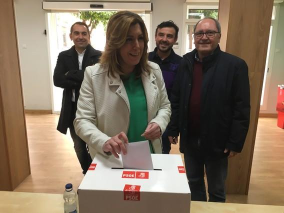 D�az es posa de perfil i obvia la consulta en els actes del Dia d'Andalusia