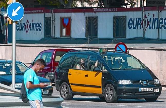 El taxi pide nuevas licencias y tarifas para coches de 7 plazas