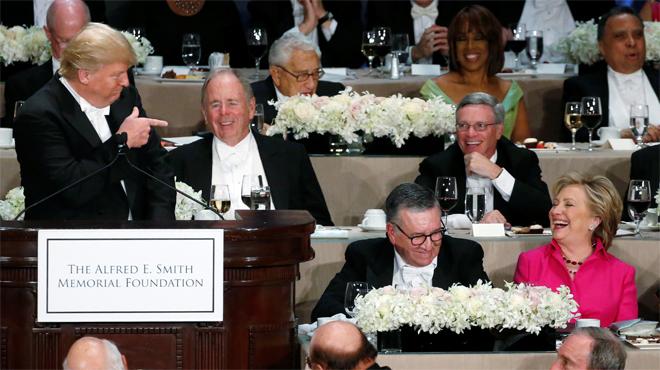 """Trump li diu """"corrupta"""" a Clinton, en el tradicional sopar ben�fic de campanya."""