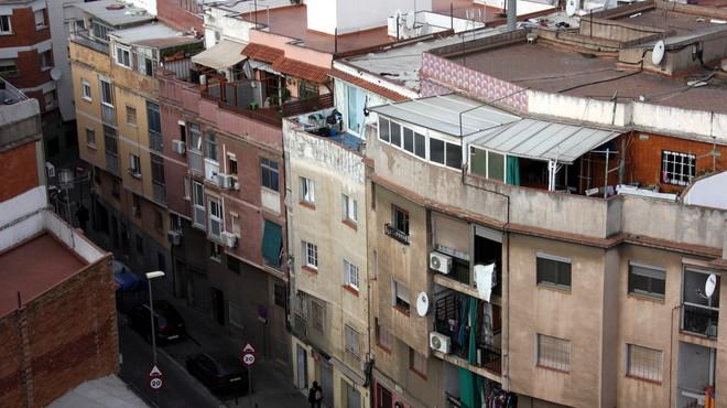 Santa Coloma invierte 1,8 millones de euros en la rehabilitación de 360 pisos del barrio del Fondo