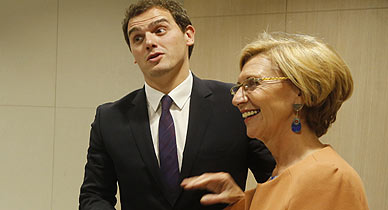 Albert Rivera y Rosa D�ez, al inicio de la reuni�n en Madrid.