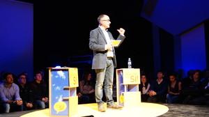 El candidato de CiU a la alcaldía de Badalona, Ferran Falcó, durante el acto de presentación en el teatro Principal.