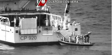 Naufraga un vaixell amb 700 immigrants en una de les pitjors trag�dies
