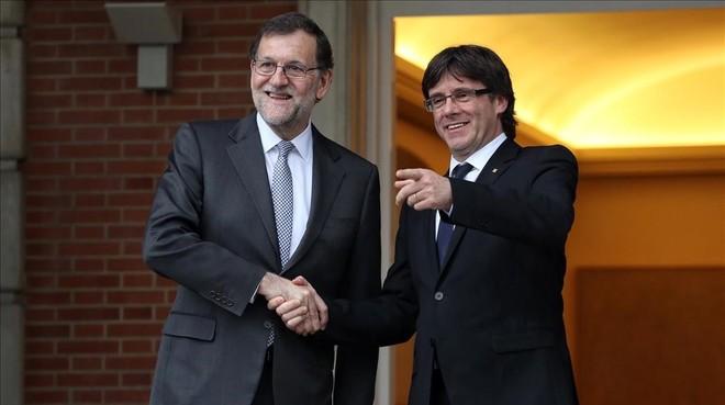 Mariano Rajoy y Carles Puigdemont, en la Moncloa.