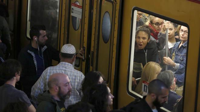 El servicio del metro de Barcelona se ve alterado por una huelga parcial