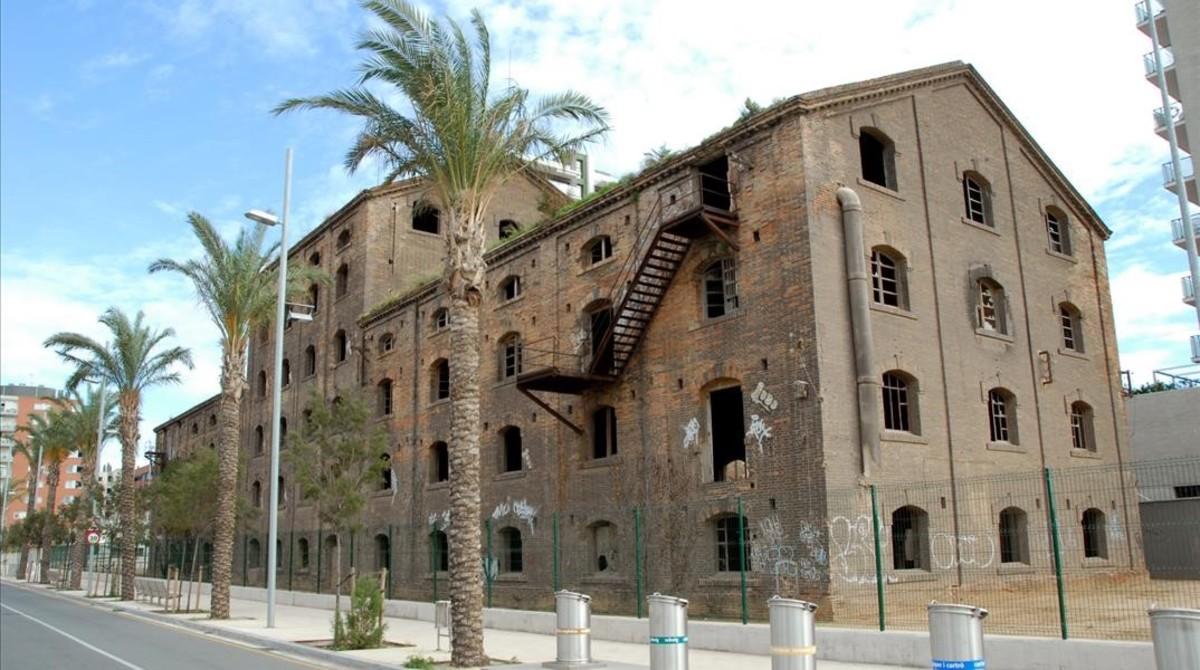 El edificio de Badalona que debía acoger el Centro de las Artes, el Cómic y la Ilustración (CACI).