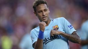 Neymar celebra el gol anotado ante el Manchester United en el amistoso de Washington.