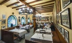 Interior del restaurante Can Culleretes, que fue fundado en 1786 como una chocolatería.
