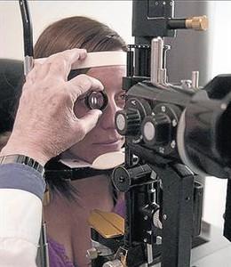 Consulta en una clínica oftalmológica.