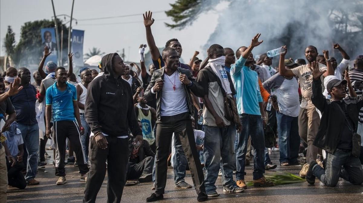Resultado de imagen de fotos elecciones en gabon