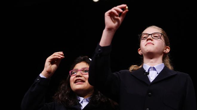 Les nenes de la sort entreguen el Gordo íntegre a Madrid