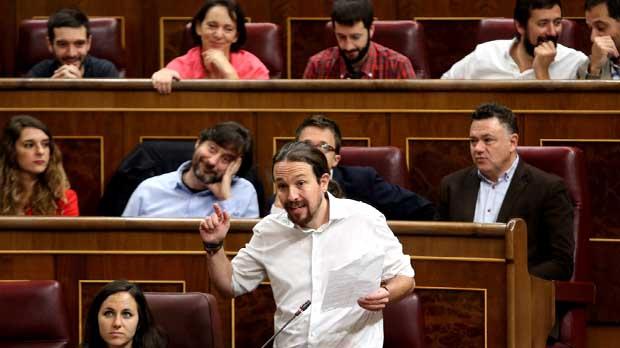 Iglesias barreja els Monty Python, la corrupció del PP i la independència