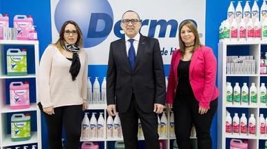 Julio, Raquel y Sarai Molina(derecha) padre e hijas gerentes de la empresa Dermo.