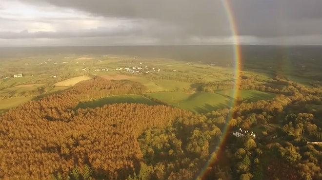 Espectaculars imatges de l'arc de Sant Mart�captades�des d'un dron.