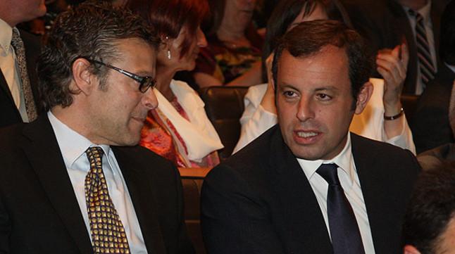 Joan Vehils, director del diario 'Sport', departe con Sandro Rosell, presidente del FC Barcelona.
