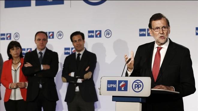 Mariano Rajoy, tras la firma del acuerdo de coalici�n con el presidente de UPN, Javier Esparza.