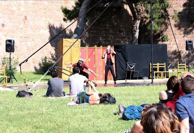 Pícnic en el Castell de Montjuïc. Hay circo y talleres gratis los domingos de este mes.