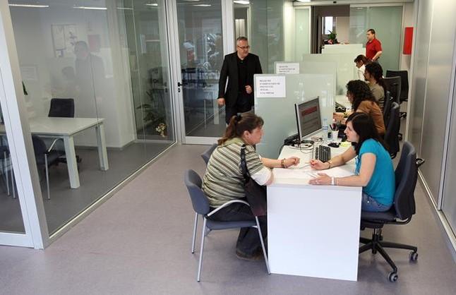 Las oficinas de la vivienda ampl an sus competencias for Oficina correos hospitalet