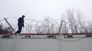 El Gobierno húngaro presenta una ley para encerrar a los refugiados
