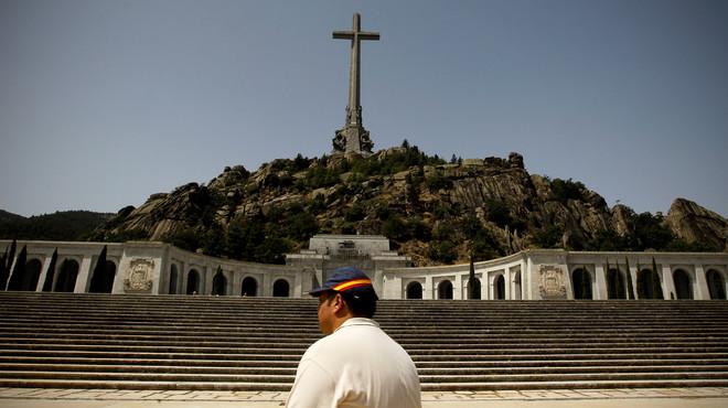 Un any i mig de presó per demanar a Facebook bombardejar el Valle de los Caídos