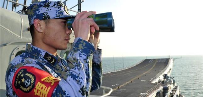 El portaaviones chino 'Liaoning' atraca por primera vez en el mar de China Meridional